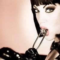 BDSM - gorąca kobieta i lateks