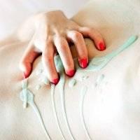 Wosk lany na kobiecą skórę